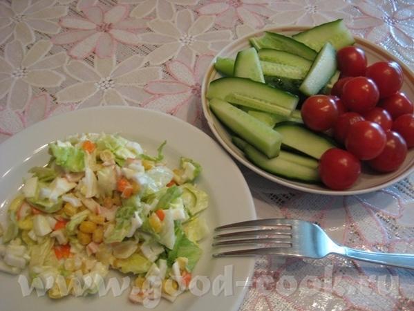 Лёгкий перекус - салат из крабовых палочек, яиц, кукурузы и айсберга