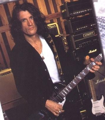 А мне Оооооочень нравится Джо Перри-гитарист Аэросмит