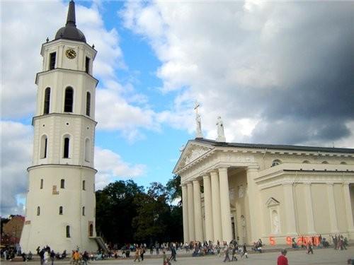 на этом фуникулере мы поднялись на башню Гедиминаса - символ столицы а вот и сама башня, которая ст... - 6