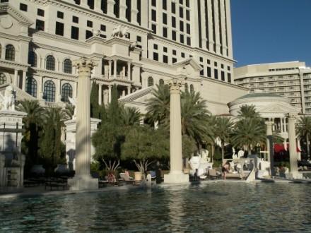 Один из самых красивых отелей в Вегасе, на мой взгляд, безусовно Ceasar palace Он протягивается на... - 4