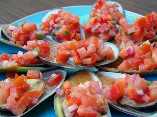 Мидии по-испански Багет с бри и салсой из персиков Релиш из баклажана с зернами граната