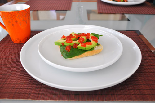 такими изящными бутербродами мы завтракали 31ого декабря Бутерброды с авокадо, шпинатом и икрой Над...