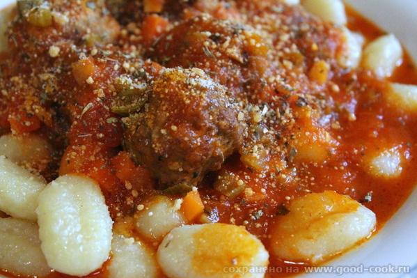 Тефтели в итальянском стиле с картофельными ньокками