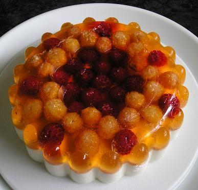 Желейный торт с малиной и творогом