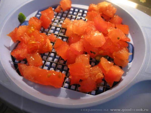 Благо, что помидоры в весеннее время хорошо поддаются нарезке на этом приспособлении - 2