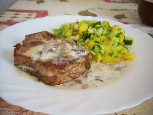 Я вечно жалуюсь друзьям, что мне не хватает мяса и в гостях прошу кормить меня именно им Приехала к...