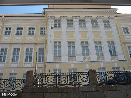 А этот дом знают во всем мире по одному только адресу - Мойка, 12 - последняя квартира Александра С...