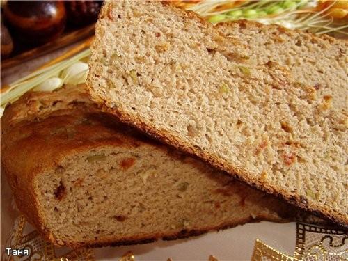 Ржаной хлеб с сушеными помидорами и оливками - 2