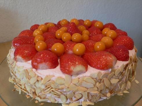 Торт Клубничный с йогуртом Я люблю легкую выпечку, малосладкую, в этот раз в крем я сахар вообще не...