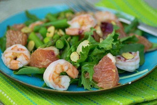 Теперь, когда мы научились варить спаржу для салатов, будем их готовить