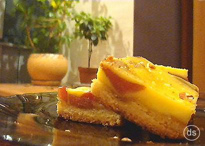 Уж не знаю, как это обозвать, пироженными или все-таки пирогом, назовем так Грушевый пирог-пироженн...