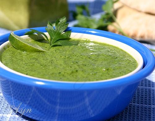 Соус получается слегка кисловатым, сочетание петрушки и мяты напоминает вкус салата Табуле