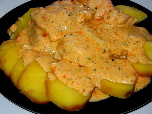Семга в сливочном соусе с отварным картофелем И макарончики с фаршем остренькие