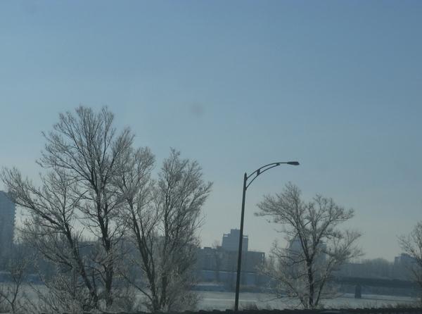 снежинки на окне Просто зимний пейзаж пурпурный закат - 3