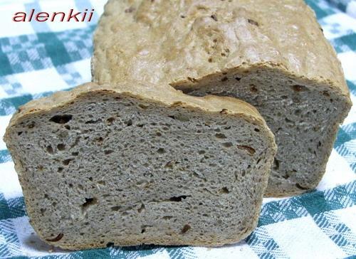 Ржаной хлеб с жареным луком ,семечками,на меду (от моего мужа)