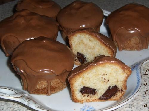 Кексики с шоколадной начинкой: Рецепт: - 175 гр муки - 175 гр сахара - 175 гр масла сливочного - 3...