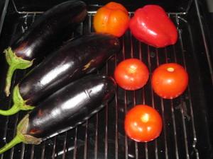 Салат из запеченных овощей Ингредиенты: 3 баклажана, 3 помидора, 2 болгарских перца, 1 луковица, 1... - 2