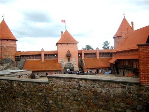 Чучелами животных в те давние века украшали залы замка - 6