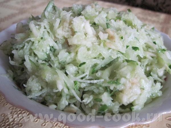 Салат из редьки 1 редька 1 огурец свежий 1 яблоко соль масло растительное Все ингридиенты натереть...