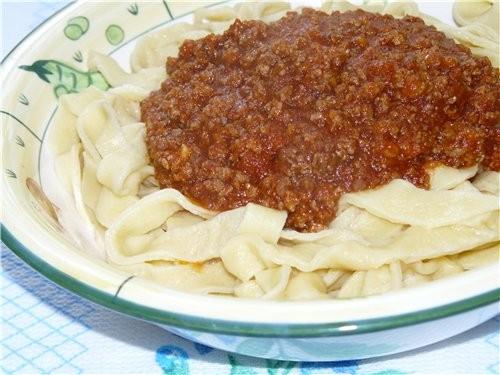 Домашняя лапша с томатным соусом