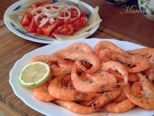 Салат из помидоров с сыром помидоры нарезать, нарезать сыр кусочkами, брусочками, ломтиками, лук,ко... - 2