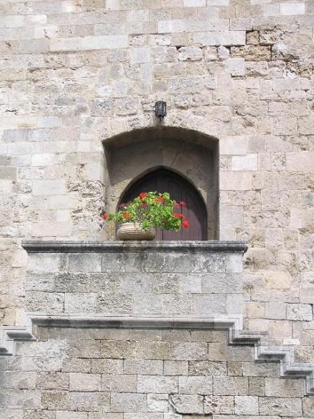 Красивый дворик: Вид на крепость из-под арки: Просто очень вид понравился: - 3