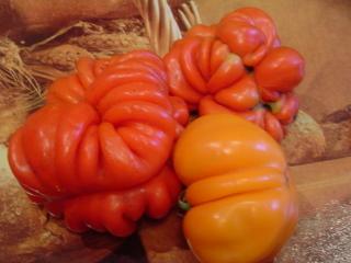 Это,правда , не по теме,но такие помидорки я выращиваю