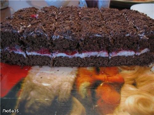 Торт шоколадный с вишней Понадобится два бисквита, каждий бисквит пеку отдельно - 2