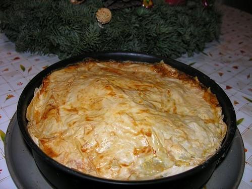 Пирог из слоёного теста с фаршем и шпинатом 250 г турецкого слоёного теста «юфка» (можно использова...