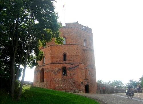 на этом фуникулере мы поднялись на башню Гедиминаса - символ столицы а вот и сама башня, которая ст... - 2