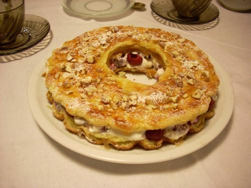 Крендель с начинкой Paris- Brest Итальянский орехово-шоколадный торт Ёлочка из профитролей с малино...