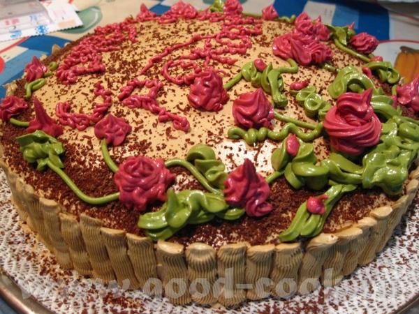 А я к вам со своим завтрашним ужином, у моего папы день рождения Камнями не бросаться, торт украшаю...