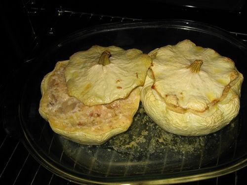 Горшочки из патиссонов начинка: куриное мясо, лук, внутренность патиссона, грибы, сливки