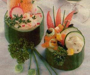 Корзиночки из огурца с овощами