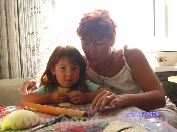 Мы с Жужей лепим рогалики из теста кефирного, по рецепту Леськи))) Супер-тесто))))