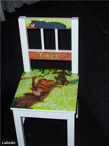 Вот так можно разрисовать белый стульчик для малыша ( не забыть покрыть лаком напоследок )