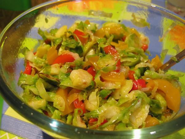 Салат из брюсельской капусты и маринованного перца