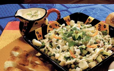 Салат На 50 г отварной говядины: отварной картофель 50 г, зеленый горошек 30 г, маринованные огурцы...