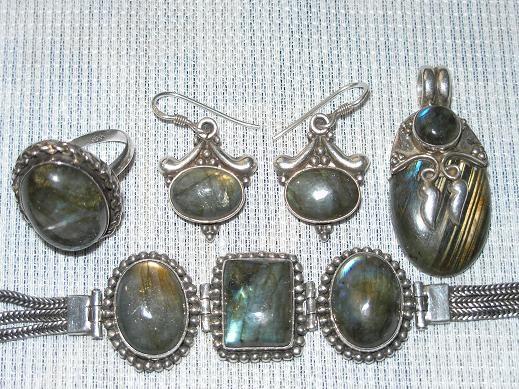 Хочу немножко похвастаться одним из любимых моих украшений из серебра с камнем лабрадор