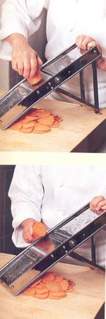 мандолина-овощерезка с различными насадками