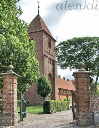 Подходим к площади,где нас встречают церковь Святой Екатерины и бывшее аббатство - 7