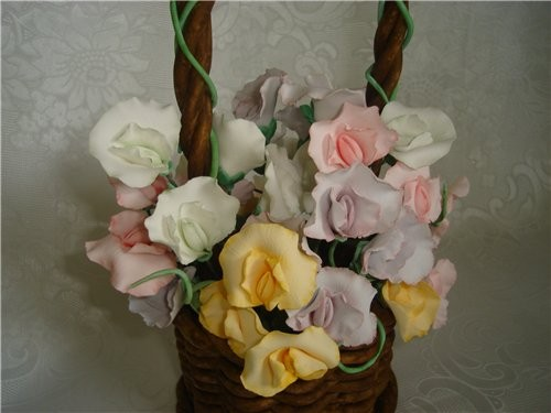 интересный тортик вот моя корзинка ,это не торт,все и мастики,мои первые цветы на проволоке ,очень... - 2