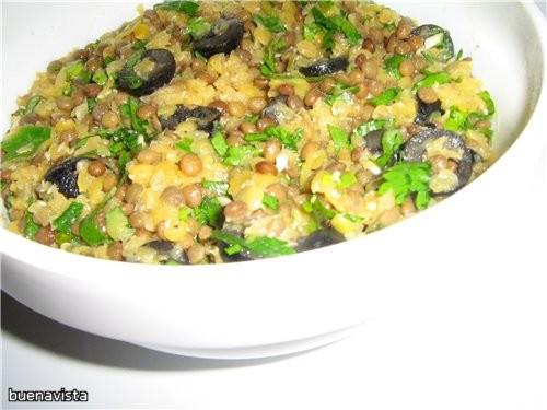 Греческий салат из маслин и чечевицы Что нужно: на 4 порции: 0,5 стакана зеленой чечевицы 0,5 стака...