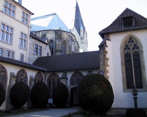 А это собор со стороны внутреннего дворика