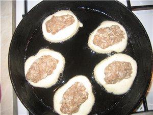 Ленивые беляши (С Кухарки) Кефир или молоко - 1 стакан яйцо - 2 шт сода (гашеная) - 0,5ч