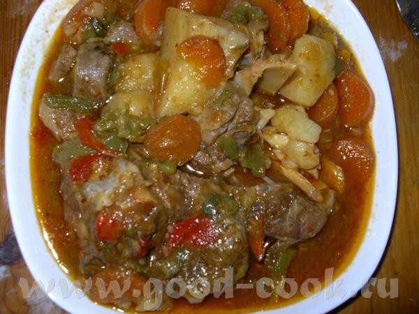 БАРАНИНА С ОВОЩАМИ Баранина,туда же пару помидорин,можно томат пасту, морковь кусочками,перец сладк...