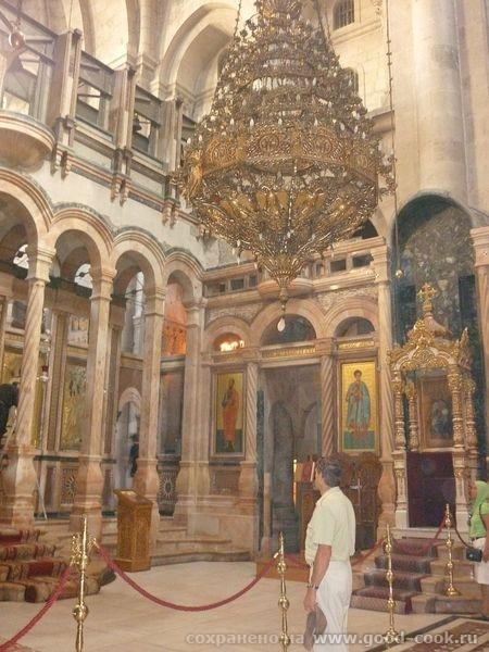 а это место, где лежал мертвый Христос и откуда он вознесся - 3