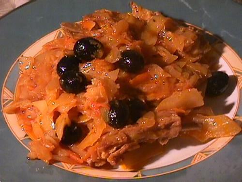 Наш обед: соляночка со свининкой салатик - по мотивом салата от Алла1 +макарончики и оливки=нечто в...