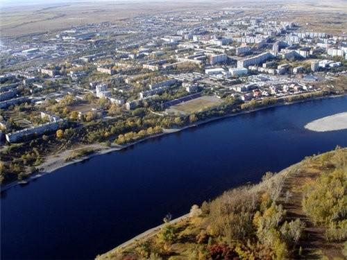 Город Саяногорск находится примерно в 80 километрах от Абакана – столицы Республики Хакасия