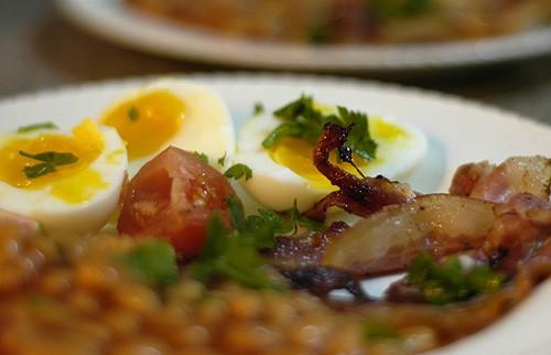 вот я и до завтрака дозрела просто, но так симпатично получилось, что решила сфоткать бекон, яйца,...